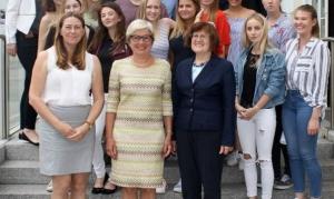 Maturaklasse 5b der höheren Lehranstalt für wirtschaftliche Berufe Biedermannsdorf